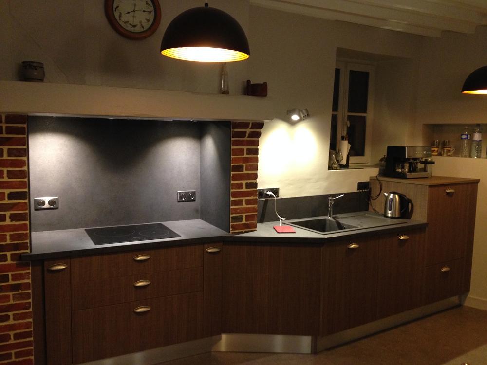 cuisine noire bois the best cuisine noire idee deco jpg ffttyy com cuisine noire et grise pas. Black Bedroom Furniture Sets. Home Design Ideas